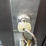 玄関の鍵が抜けにくい、回らない、折れた場合の対処法とは?